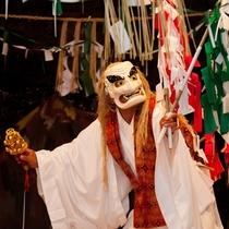 【周辺観光】夜神楽/毎年11月中旬から翌年2月上旬にかけて町内20の集落で夜通し奉納される