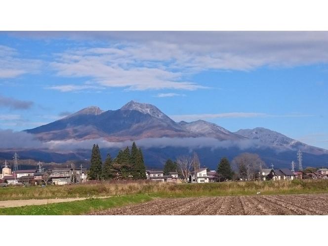 畑からの黒姫山