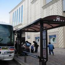 空港行バス停はホテルの目の前!(羽田行・成田行)