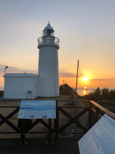 洲崎灯台と夕日