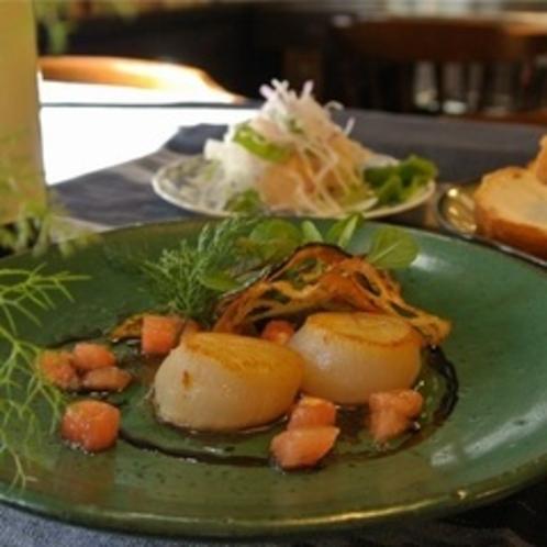 【オードブル*日替わり】~ホタテのソテー、バルサミコソースに季節の野菜を添えて~