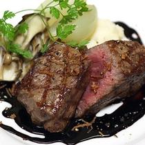 和牛もも肉のステーキ