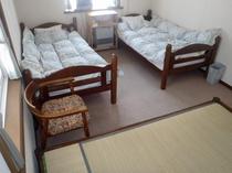 洋室ツインのお部屋には畳が敷いてあるお部屋もございます