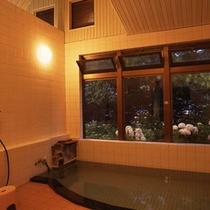 *【内湯】朝と夜で、違った雰囲気をお楽しみ頂けます。