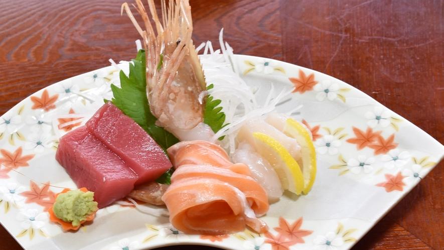 *【夕食一例】新鮮な魚介類もお楽しみ頂けます。