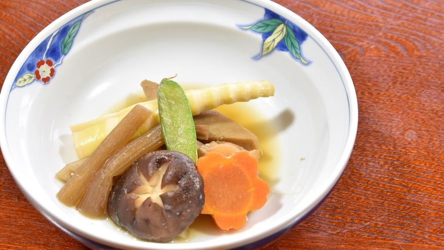 *【夕食一例】季節や食材に合わせたお料理をご提供いたします。