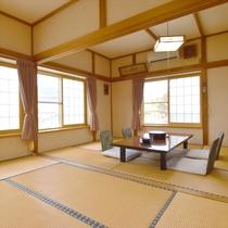 *【客室一例】和室13.5畳。明るく広々としたお部屋です。