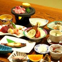 *【夕食】地元の味覚を楽しめるお食事です(一例)