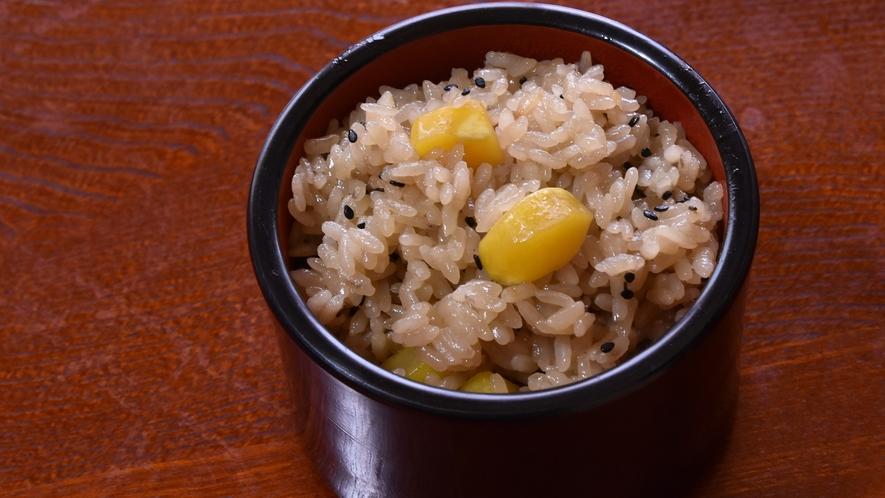 *【夕食一例】青森県の特A米『青天の霹靂』ともち米をブレンドした栗ご飯。