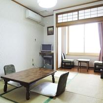 *【客室一例】和室8畳。畳のお部屋での~んびり…ごゆっくりとお寛ぎください。