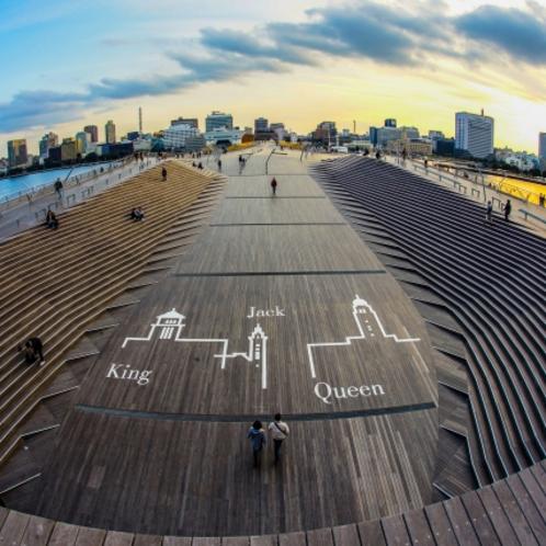 大型クルーズ客船も入港する「横浜大さん橋(屋上:くじらのせなか)」