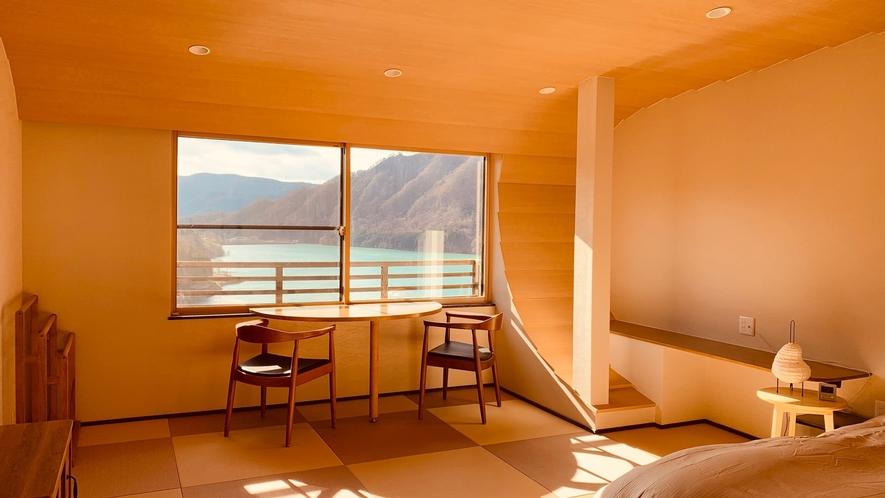 【紫式部の間】湖側ダブルベッド付き和室12畳