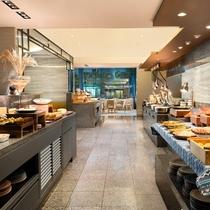 新鮮な食材やホテルメイドのパンなど趣向を凝らしたラインナップが勢ぞろい