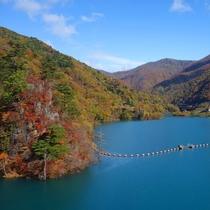 秋の奥四万湖