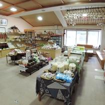*【館内/お土産コーナー】地元の名産品はこちらでお買い求めください。