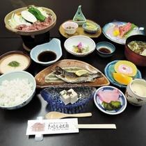 *【夕食全体例】10品程の和食膳をご用意いたします。