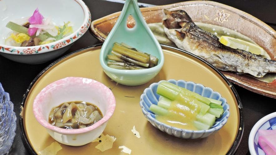 *【夕食一例/小鉢】1品1品、料理長が丁寧に仕上げています。