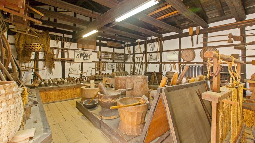 *【施設/暮らしの民具館】かつて日常生活で使っていた道具などを展示しています。