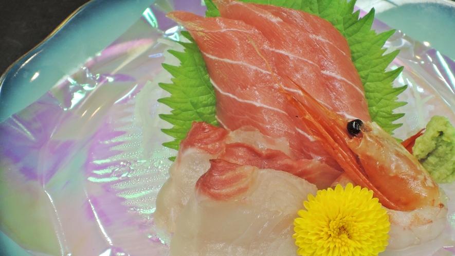 *【夕食一例/お造り】旬の味覚をご堪能ください。