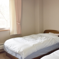 *【客室一例/本館洋室】お布団が苦手なお客様にはこちらの洋室がおすすめです。
