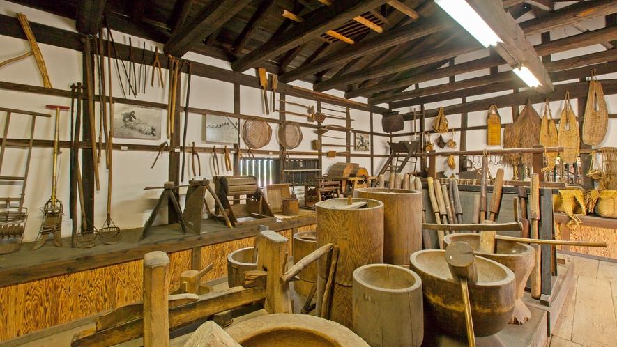 *【施設/農耕民具館】農作業に使用した道具が多数展示されています。