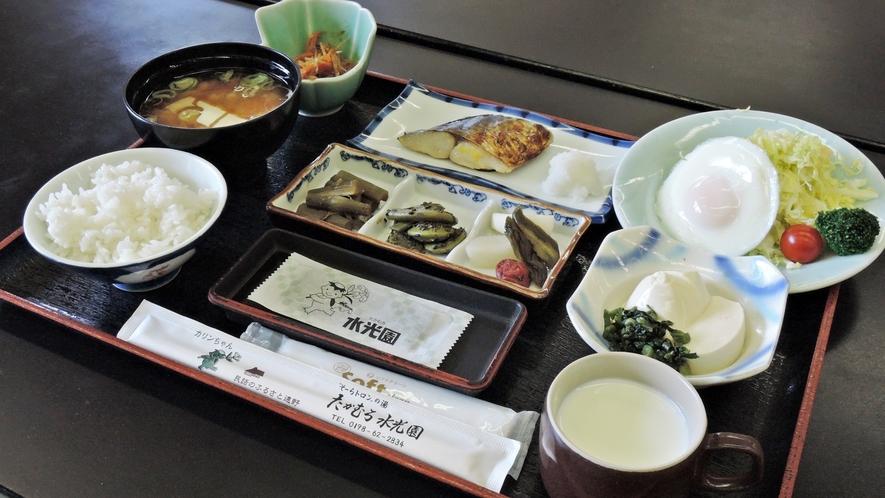 *【朝食全体例】風光明媚な自然をご覧になりながら、お食事を美味しく召し上がれます。