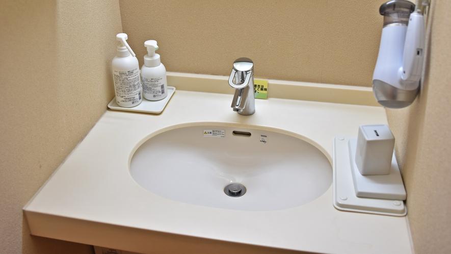 *【洗面所/一例】当館スタッフの清掃により清潔に保たれております。