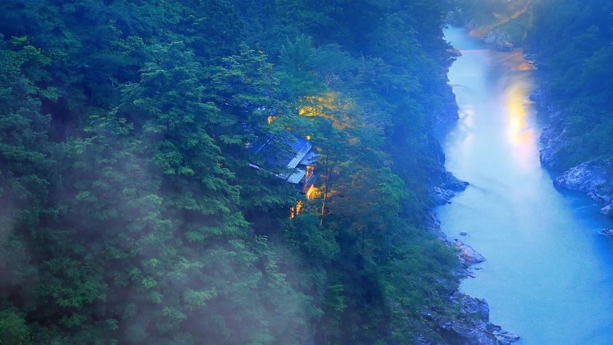 *【外観】渓谷にひっそり佇む隠れ宿