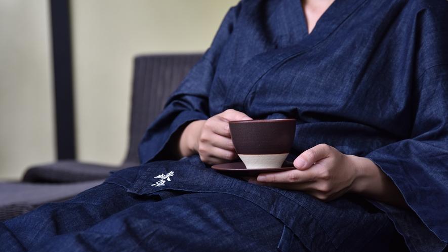 *【デニムの作務衣】織り上げるのは1,300年の歴史と伝統を持つ織物の町、桐生の伊田繊維。