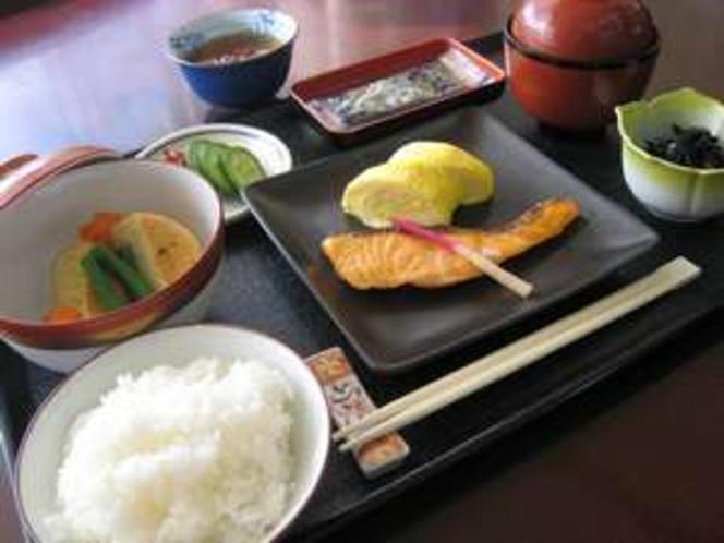 人気の和朝食 ごはんのおかわりは自由です。