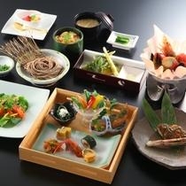■【6月・セットメニュー】旬の食材を使った色鮮やかなお料理が並びます。