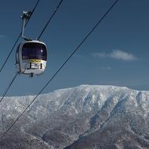 ■【冬】様々なスキー場が隣接する志賀高原。ゴンドラからの景色は◎