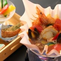 ■【6月・セットメニュー】ブイヤベースのお鍋。魚介の味が生きています。