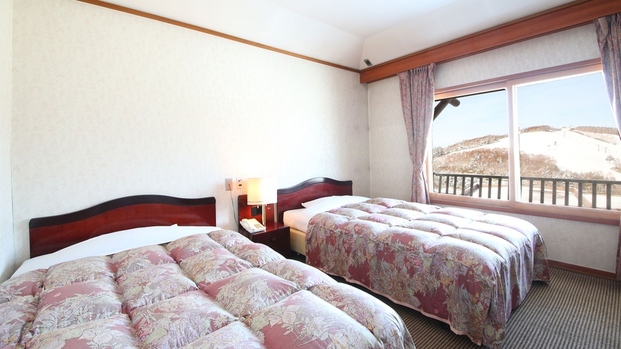 【らいちょう館■最上階和洋室】冬はゲレンデを眺めながら。ゲレンデはすぐそば!