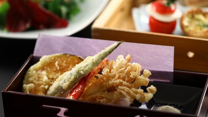 【セットメニューの一品】キノコが美味しい信州。天ぷらでどうぞ。