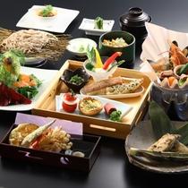 ■【セットメニュー】地元の食材を使ったお料理が並びます。