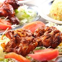 ■【エスニック料理】『エスニックレストランかもしか』のチキンチカ。柔らかいお肉