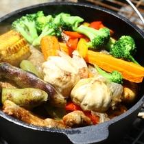 ■【夏・BBQ】具だくさんで旨み凝縮!ダッチオーブン
