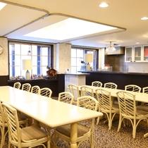 ■<喫茶室>ご家族や友人と楽しくおしゃべりしながらごゆっくり。
