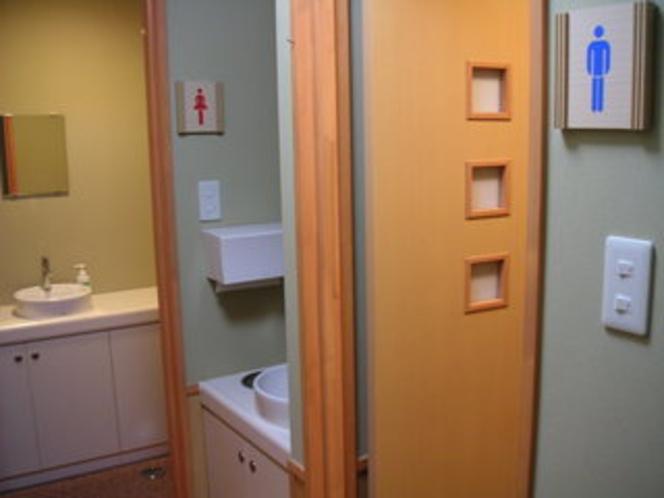 廊下トイレ.*J1タイプご利用のお客様こちらのトイレをご利用下さい。