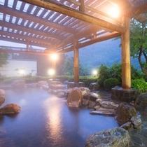 【ホテルさつき】露天風呂(夜)