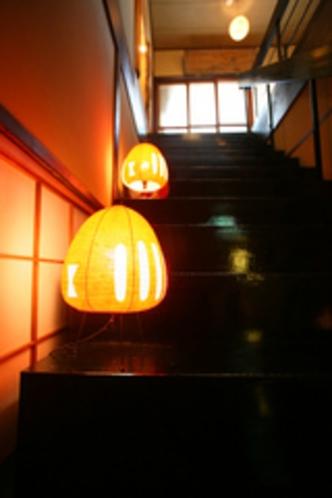 母屋二階への黒い階段