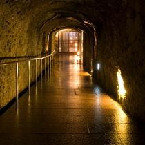 ■地下30mに続く 手彫りの洞窟■