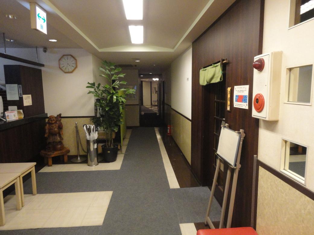 本館から新館への廊下通路