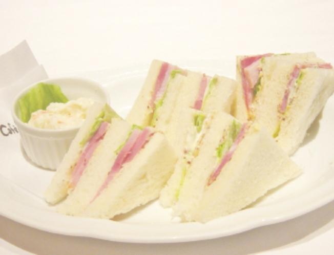 カフェ ランチ サンドイッチ