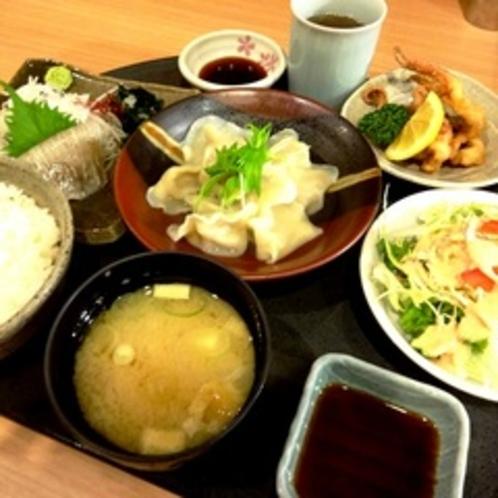 【夕食レストラン花々亭】居酒屋風メニューや定食などご用意しております。
