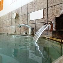 【大浴場】人工活性石温泉。お湯を滑らかにし、体を芯から温める人工温泉です。