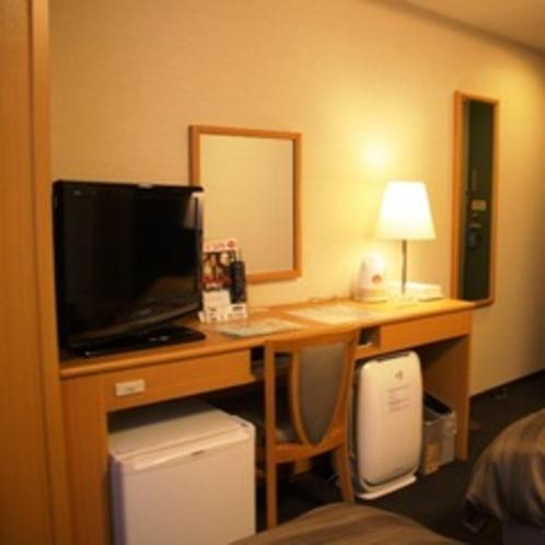 【客室】加湿機能付き空気清浄機、全室完備。ドライヤー、電気ポット、消臭スプレー等もあります。