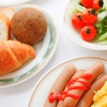 定番メニューや手作りメニューの朝食