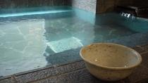 女性浴場・桶